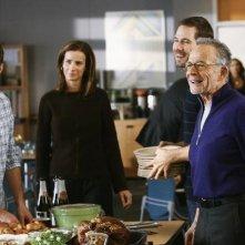 Luke MacFarlane, Rachel Griffiths, Dave Annable e Ron Rifkin in un momento dell'episodio 'Just a Sliver' della serie tv Borthers and Sisters