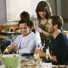 Matthew Rhys con Sally Field e Luke Mac Farlane in un momento dell'episodio 'Just a Sliver' della terza stagione di Brothers & Sisters