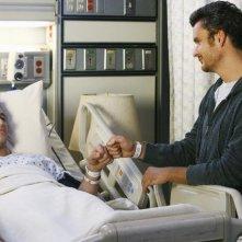 Matthew Rhys insieme a  Balthazar Getty in un momento dell'episodio 'Just a Sliver' della terza stagione di Brothers & Sisters