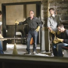 Sally Field, Ron Rifkin, Dave Annable, Luke MacFarlane e Matthew Rhys nell'episodio 'Unfinished Business' della terza stagione di Brothers & Sisters