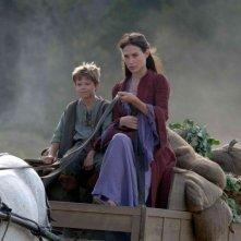 Colin Ford e Claire Forlani in un'immagine del film In the Name of the King: A Dungeon Siege Tale