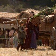 Colin Ford e Claire Forlani in una scena del film In the Name of the King: A Dungeon Siege Tale