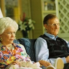Ellen Burstyn (nei panni di Barbara Bush) e James Cromwell (George H. W. Bush) in una scena del film W.