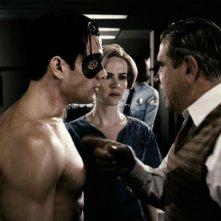 Gabriel Macht, Sarah Paulson e Dan Lauria in una scena del film The Spirit