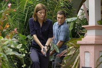 Jennifer Carpenter e Desmond Harrington in una scena dell'episodio 'I Had a Dream' della terza stagione di Dexter