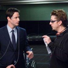 Keanu Reeves e il regista Scott Derrickson sul set del film Ultimatum alla Terra