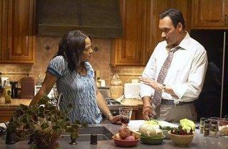 Lauren Velez e Jimmy Smits in una scena dell'episodio 'I Had a Dream' della terza stagione di Dexter