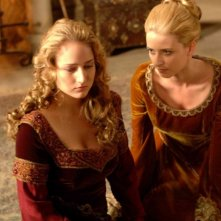 Leelee Sobieski e Michelle Harrison in un'immagine del film In the Name of the King: A Dungeon Siege Tale