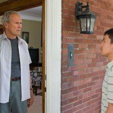 Clint Eastwood e Bee Vang in un'immagine del film Gran Torino