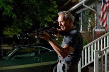 Clint Eastwood interpreta Walt Kowalski nel film Gran Torino