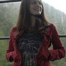 Lucy Hale in una scena di Non disturbare della serie Bionic Woman