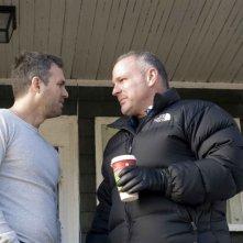 Mark Ruffalo e il regista Brian Goodman sul set del film What Doesn't Kill You