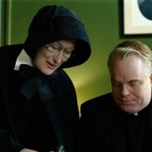 Meryl Streep e Philip Seymour Hoffman in una scena del film Il dubbio