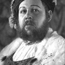 Charles Laughton nei panni di Enrico VIII