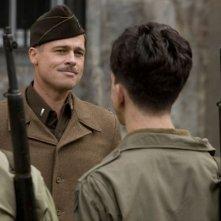 Il soldato Brad Pitt in una scena di Inglourious Basterds