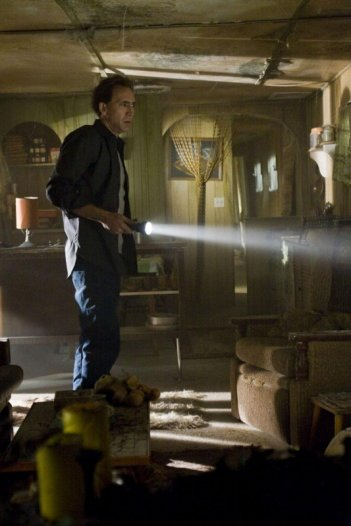 Nicolas Cage indaga il mistero che si nasconde dietro Knowing