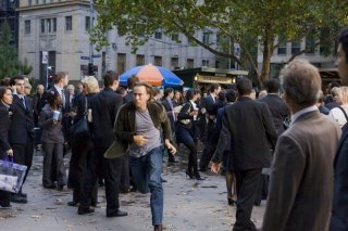 Nicolas Cage tra la folla in Knowing