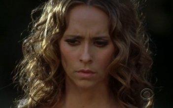Ghost Whisperer: Jennifer Love Hewitt in una scena dell'episodio Pieces of You (quarta stagione)