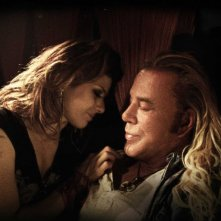 Marisa Tomei e Mickey Rourke in una scena del film The Wrestler