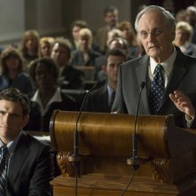 Matt Dillon e Alan Alda in una scena del film Nothing but the Truth