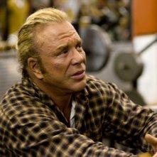 Mickey Rourke, stella del wrestling in declino nel film The Wrestler