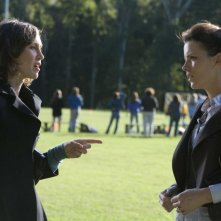 Vera Farmiga e Kate Beckinsale in una scena del film Nothing but the Truth