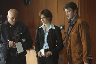Nathan Fillion e Stana Katic nel pilot di Castle