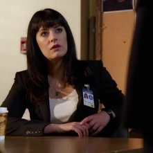 Paget Brewster in una scena dell'episodio 'Brothers in Arms' della quarta stagione di Criminal Minds