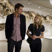 Josh Duhamel e Kristen Bell in una scena di When in Rome