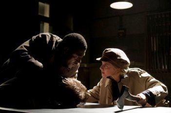 La bionda Mélanie Laurent e Jacky Ido a confronto in una scena di Inglorious Basterds