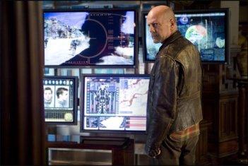 Bruce Willis in una scena di The Surrogates