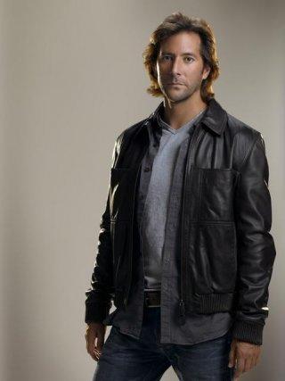 Henry Ian Cusick in una immagine promozionale per la stagione 5 di Lost