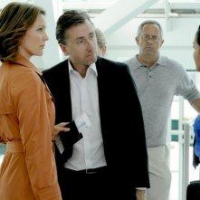 Kelli Williams e Tim Roth in una scena del pilot di Lie to Me
