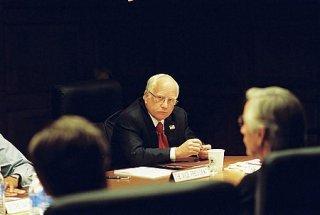 Richard Dreyfuss interpreta Dick Cheney nel film W.