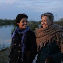 Dorotheea Petre e Ilaria Occhini in un'immagine del film Mar Nero