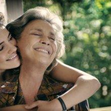 Dorotheea Petre e Ilaria Occhini in una scena del film Mar Nero