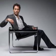 Eric McCormack in un'immagine promozionale della serie TV Trust Me
