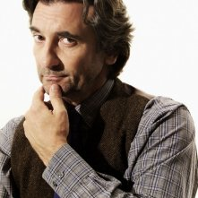 Griffin Dunne in un'immagine promozionale della serie TV Trust Me