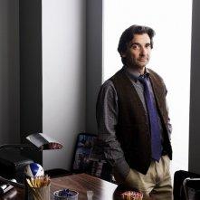 Griffin Dunne in una foto promozionale della serie TV Trust Me