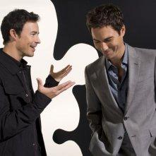 Thomas Cavanagh e Eric McCormack in una foto promozionale della serie TV Trust Me