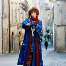 Veronica Pivetti è una colorata e simpaticissima Befana nel film tv miacarabefana.it