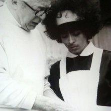 Billy Wilder istruisce Giselda Castrini prima di girare una scena del film Che cosa è successo tra mio padre e tua madre?