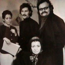 Sul set di Un normale giorno di violenza (1971) a sinistra Giselda Castrini a destra il regista Giorgio Rizzini, seduta Elsa Asteggiano