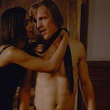 Rosario Dawson e Chad Faust in una scena del film Extrema - Al limite della vendetta