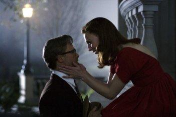 Brad Pitt e Cate Blanchett in una scena del film Il curioso caso di Benjamin Button