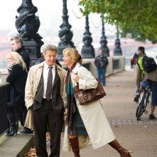 Dustin Hoffman ed Emma Thompson in una scena del film Last Chance Harvey
