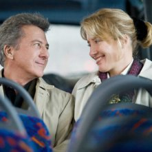 Dustin Hoffman ed Emma Thompson in una sequenza del film Last Chance Harvey