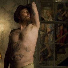 Jared Harris in una scena del film Il curioso caso di Benjamin Button