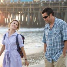 Keri Russell e Adam Sandler in un'immagine del film Racconti incantati