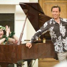 Lucy Lawless e Guy Pearce in una scena del film Racconti incantati